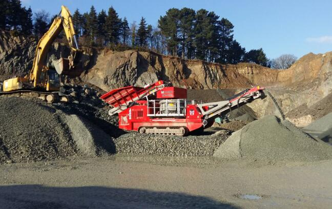 mobile rock crushing plant